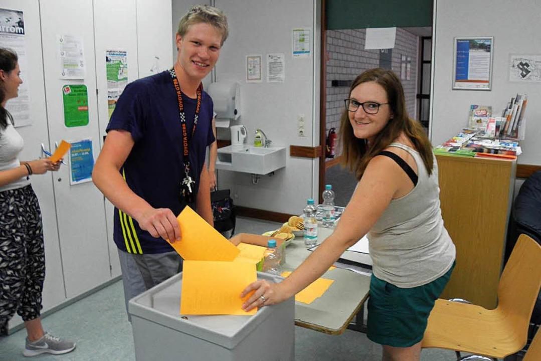 Stimmabgabe bei der Jupa-Wahl in Grenzach-Wyhlen    Foto: Gemeinde Grenzach-Wyhlen