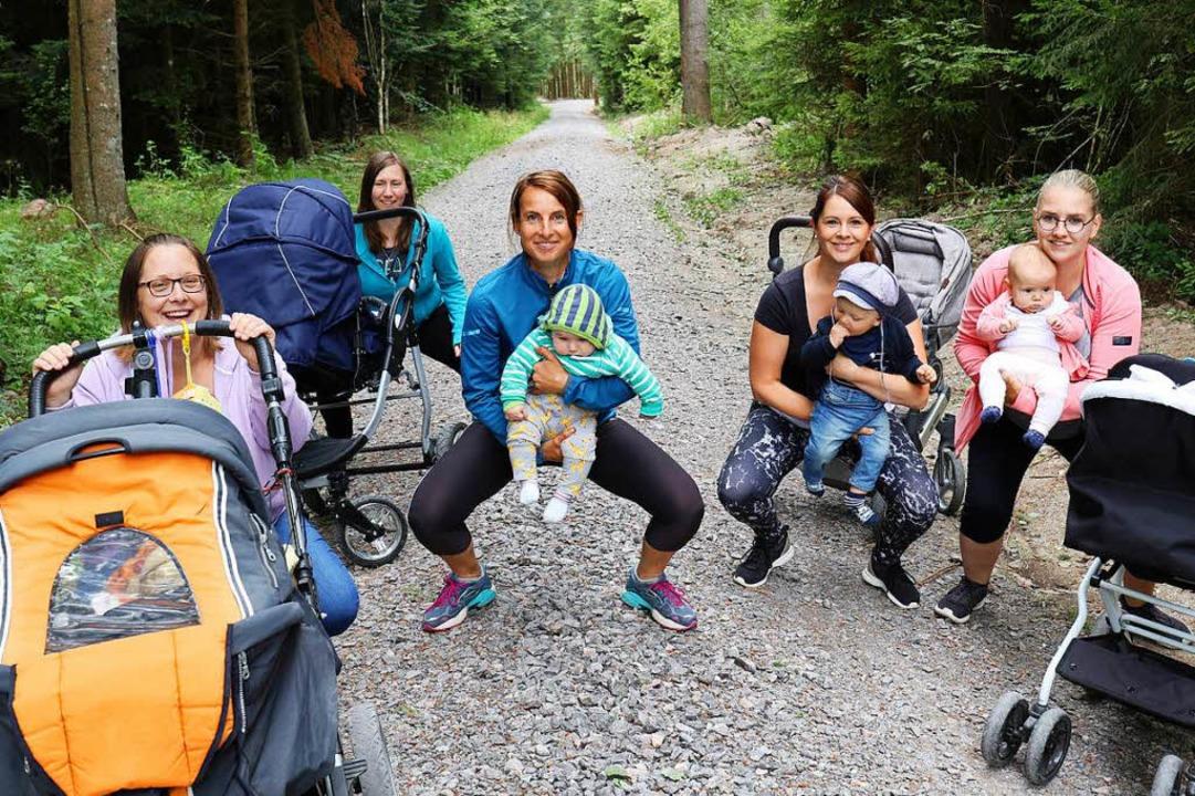 Alexandra Mees, Nicole Jakuscheit, Ale...rtlichen Ausgleich mit Babys im Wald.   | Foto: Gudrun Deinzer