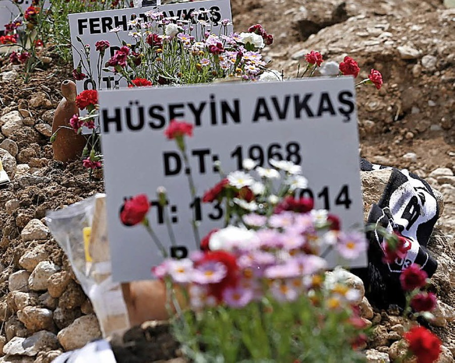 Die Gräber von einigen der 300 verunglückten Bergleute   | Foto: dpa