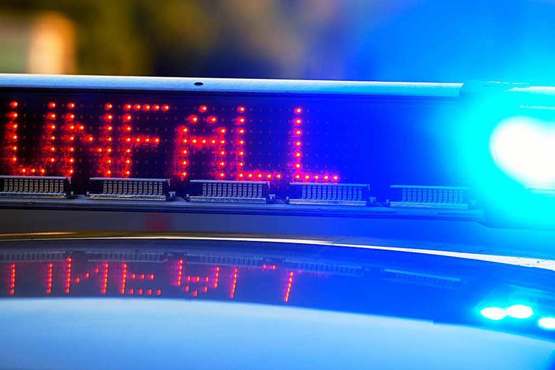 Ein Polizeiauto hat in Friedlingen ein anderes Fahrzeug gerammt.  (Symbolbild)  | Foto: dpa