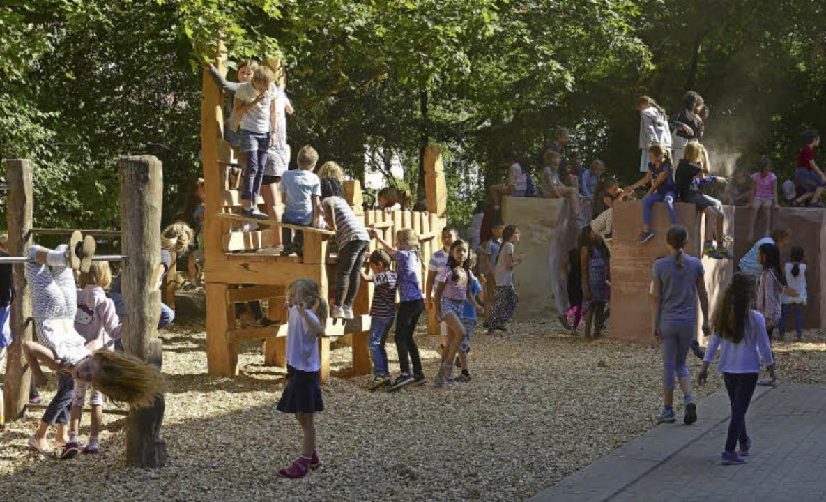 Eine eindrucksvolle Kletterlandschaft ...der Paul-Hindemith-Schule entstanden.   | Foto: Ingo Schneider