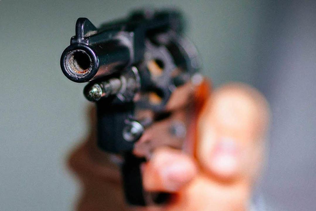 Der Mann hatte eine Schreckschusswaffe gezogen. (Symbolbild)  | Foto: dpa