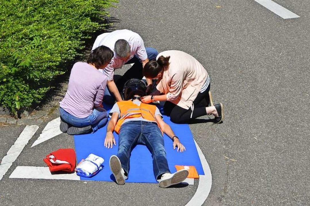 Motorradunfälle sind besonders gefährl...gestellt, was im Ernstfall zu tun ist.    Foto: Pfordt