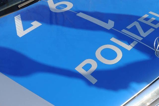 Auto kracht in Polizeiwagen bei Friesenheim – Fahrer schwer verletzt