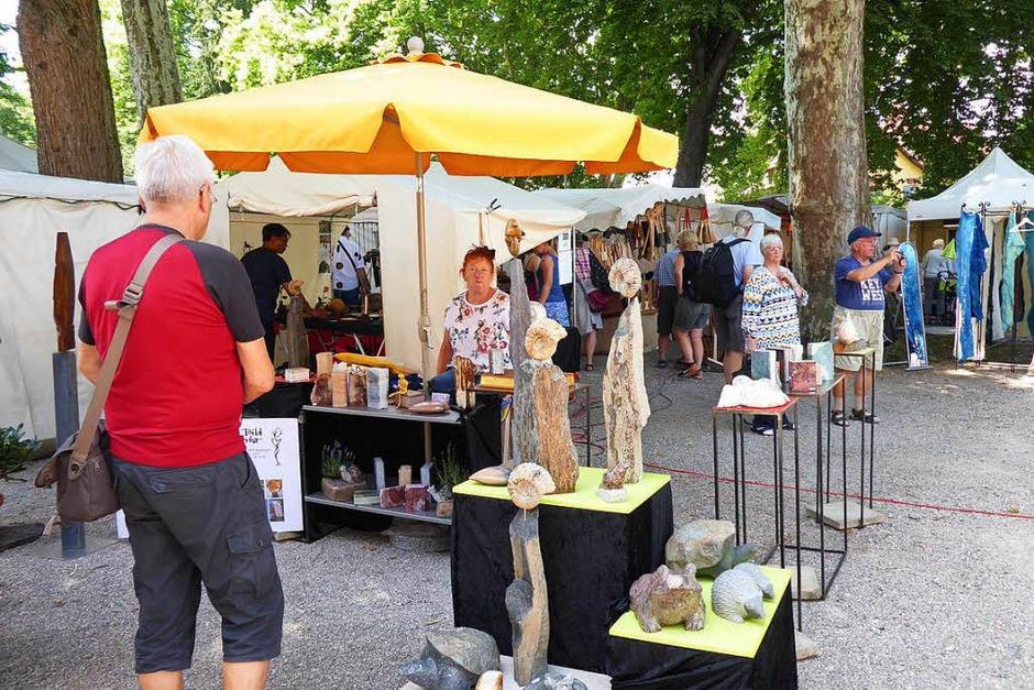 Großer Andrang herrschte auf dem Kunsthandwerkermarkt in Staufen (Foto: Hans Jürgen Kugler)