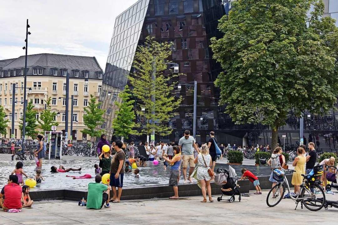 Badespaß, mitten in der Stadt – ... soll, ist nicht allen Eltern bewusst.  | Foto: Michael Bamberger