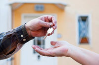 Klare Vorgaben helfen beim Mietvertrag mit Verwandten