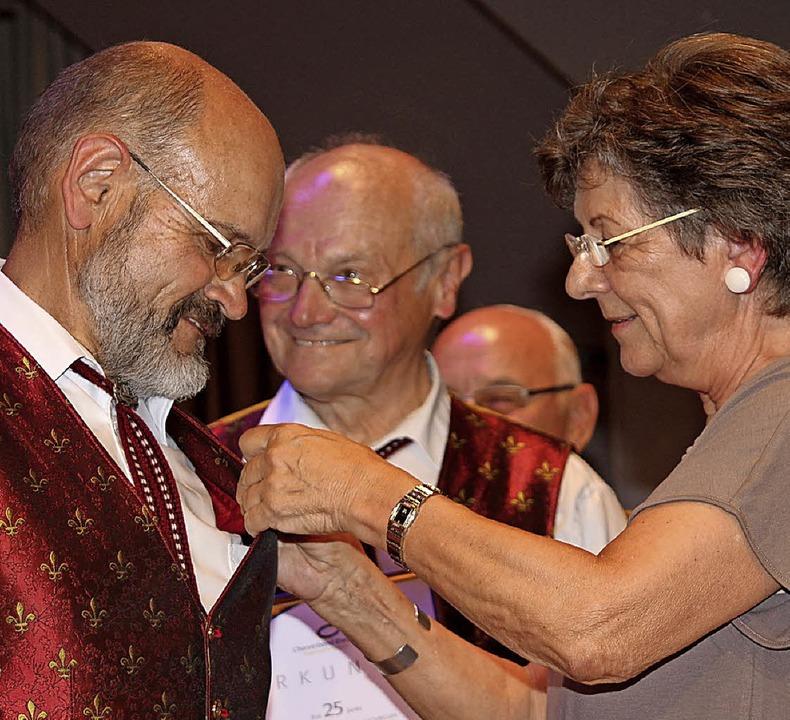 Gold für Reinhold Meder und Silber für...faff (von links), rechts Beate Endres   | Foto: GERT BRICHTA