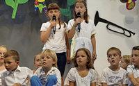 Junge Sängerinnen und Sänger machen Remmidemmi
