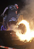 Brennende Reifen, Rockmusik und Lagerfeuer