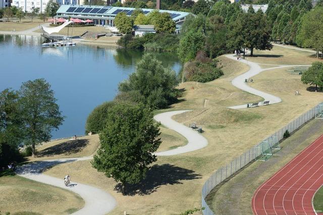 Mann würgt 19-jährige Studentin in Damen-WC im Seepark