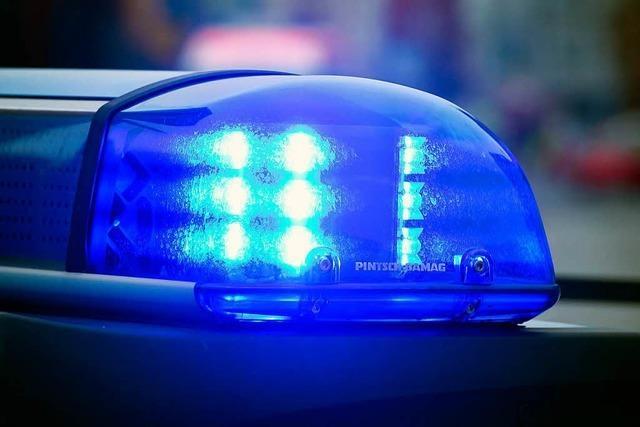 Frau beleidigt und schlägt Polizist in Denzlingen