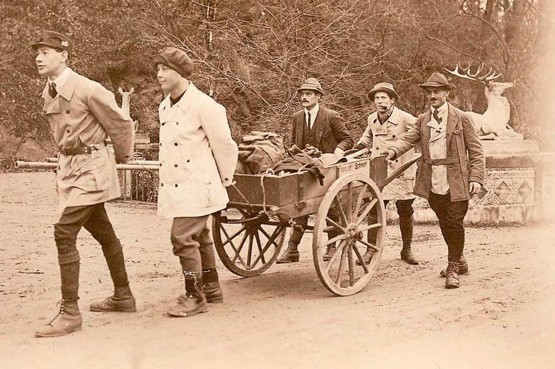 Mühsam war der Transport von Material zum Berglusthaus im Jahr 1926.  | Foto: Manfred Metzger (Repro)