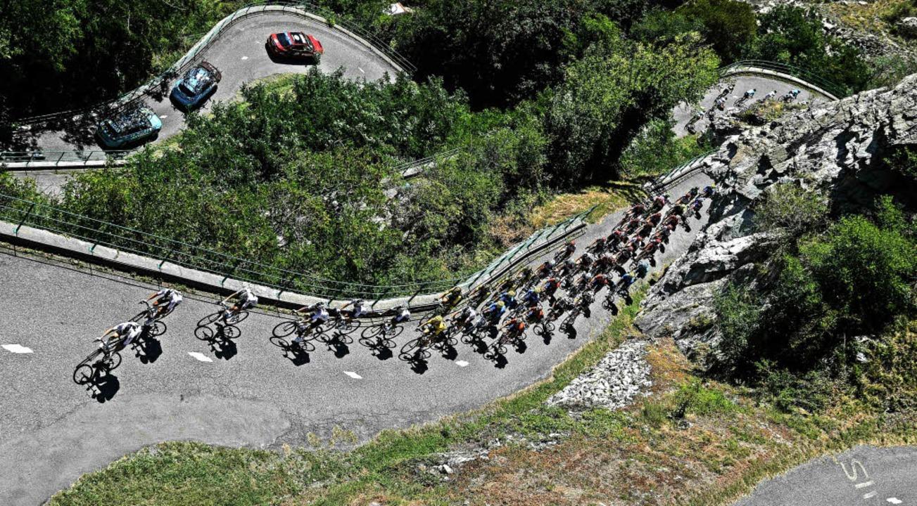 Steil bergauf ging es für die Fahrer auf der zwölften Etappe bei Montvernier.     Foto: AFP