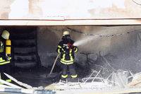 Garagenbrand setzt Wohnhaus-Fassade in Mahlberg in Flammen