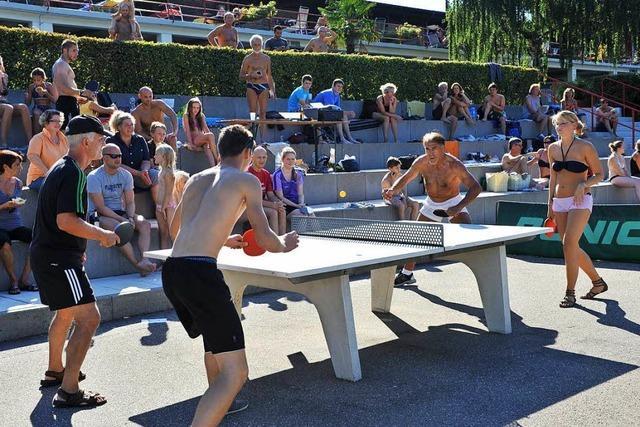 Am Sonntag steigt im Strandbad das traditionelle Benefiz-Tischtennis-Turnier von und mit Adolf Seger