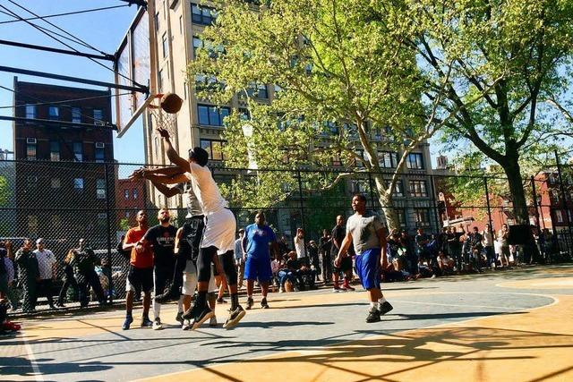 In New Yorks Basketballkäfig