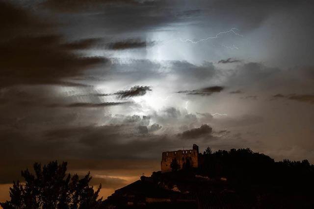 Ein Tief könnte Starkregen und Hagel nach Baden-Württemberg bringen