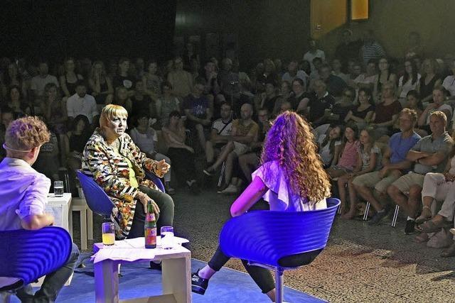 Zur letzten Nachgefragt-Runde des Schuljahres kam Politikerin Claudia Roth