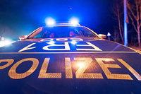Auto kommt in Schwörstadt von der Straße ab