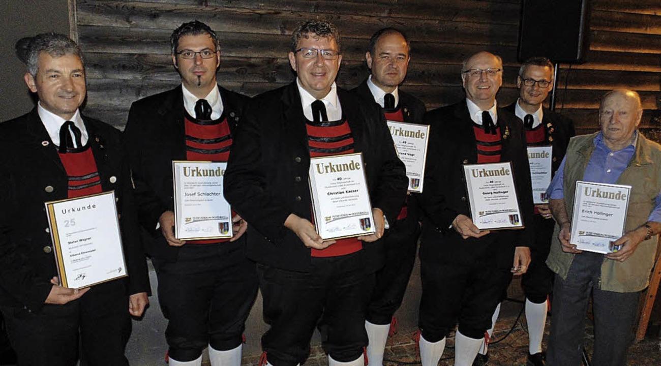 Für langjährige Vereinstreue geehrt wu...exander Schlachter und Erich Hollinger  | Foto: Michael Gottstein