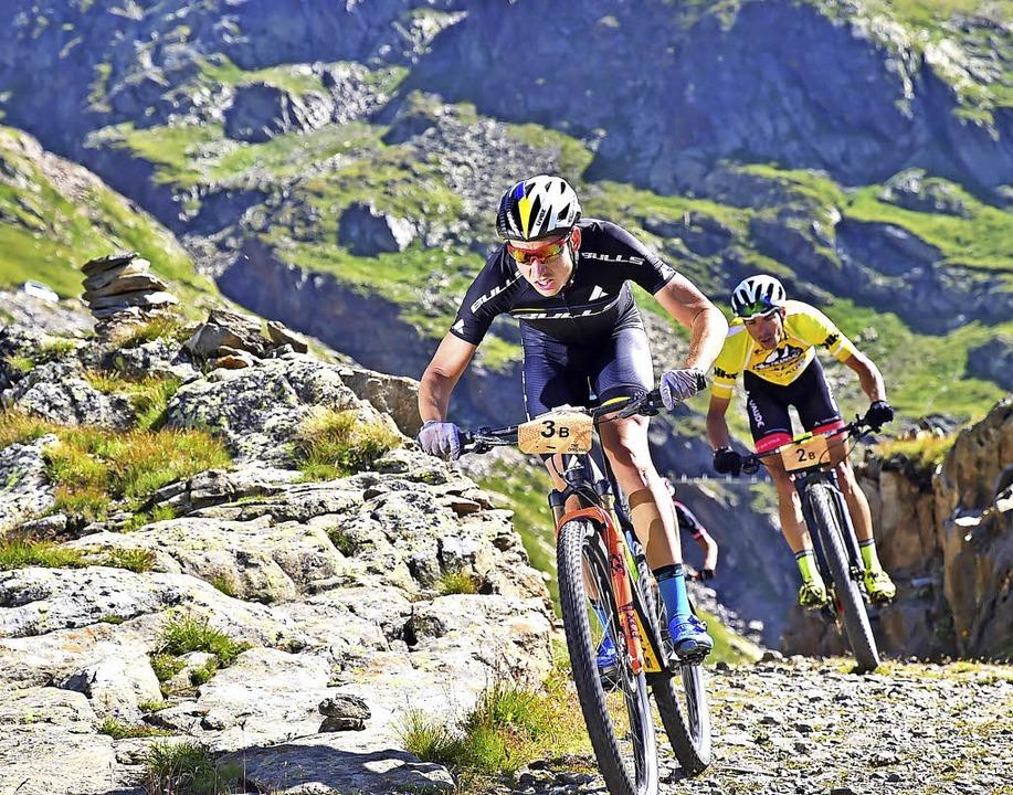 Attacke in den Alpen: Simon Stiebjahn ...en selbst getragen hatte, hinter sich.    Foto: marathon-photos.com