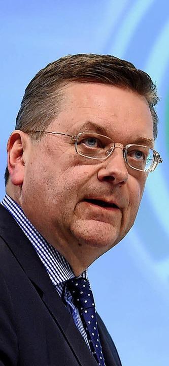 Noch schweigt er: DFB-Chef Reinhard Grindel  | Foto: dpa