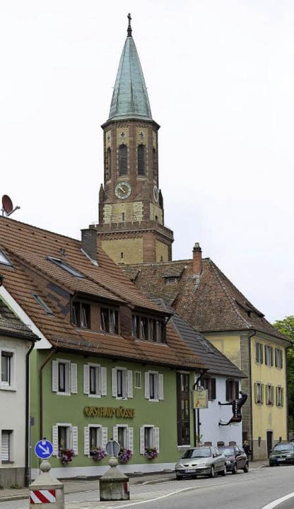 Das Rössle in unmittelbarer Nähe der G...ildprägenden Gebäuden in St. Georgen.   | Foto: Ingo Schneider