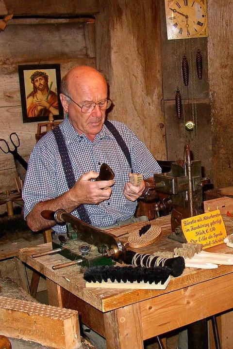 Altes Handwerk beim Holzschneflertag in Bernau  | Foto: Ulrike Spiegelhalter