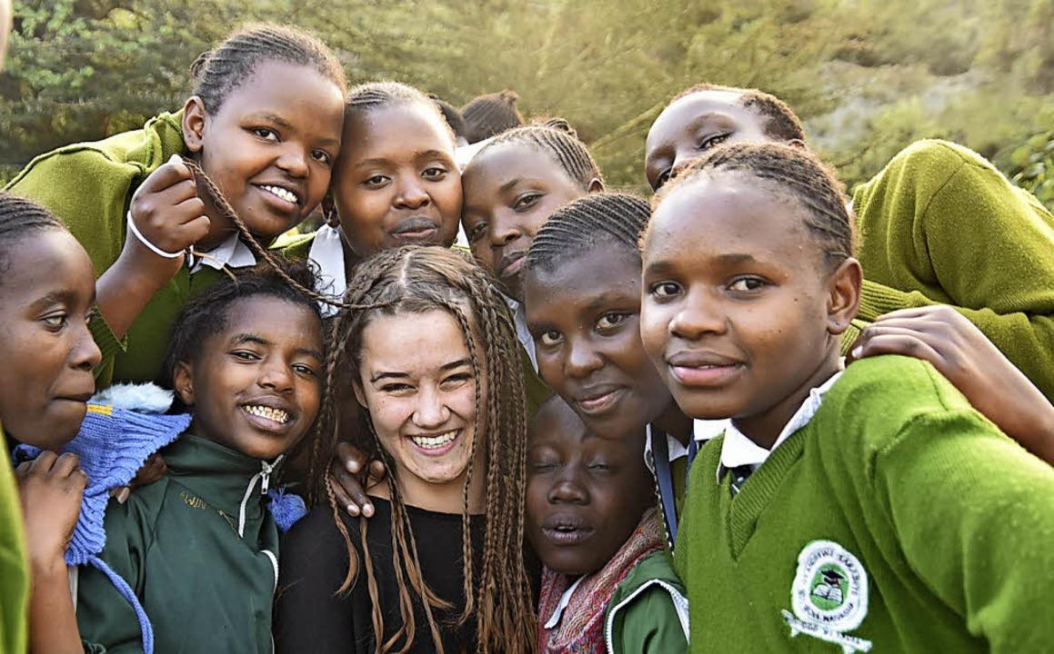 Keine Berührungsängste gab es beim Besuch in Kenia.   | Foto: Maria Kannen