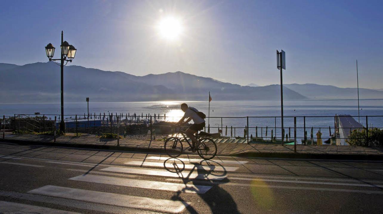 Radeln mit Aussicht: entlang der italienischen Blumenriviera     Foto: Andrea Schiffner
