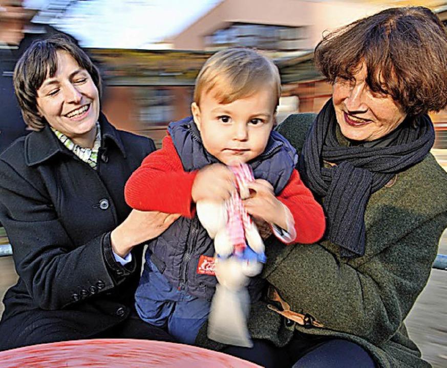 Vom Zusammenleben können alle Generationen profitieren.   | Foto: Anspach (dpa)
