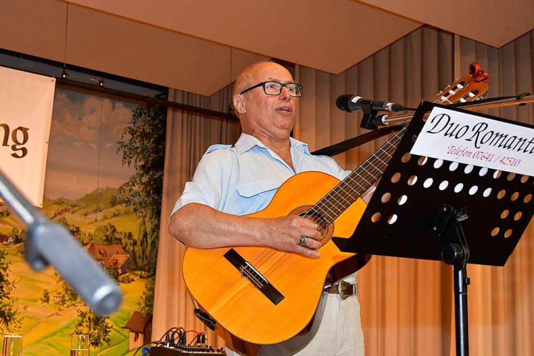Lachsalven bekam Guido Suhr, der ehemalige Seemann, aus Hauingen bei Lörrasch.  | Foto: Dieter Erggelet