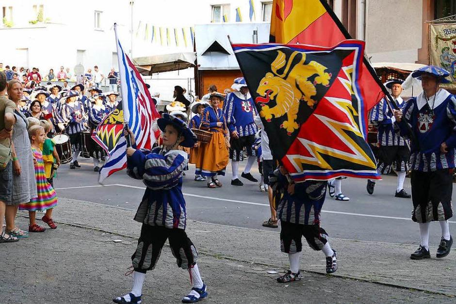 Eröffnung mit den Schwarzenberger Herolden, den Veranstaltern des dreitägigen Festes. (Foto: Sylvia Sredniawa)