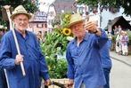 Fotos: Bunter Festumzug und großer Andrang beim Nordweiler Weinfest