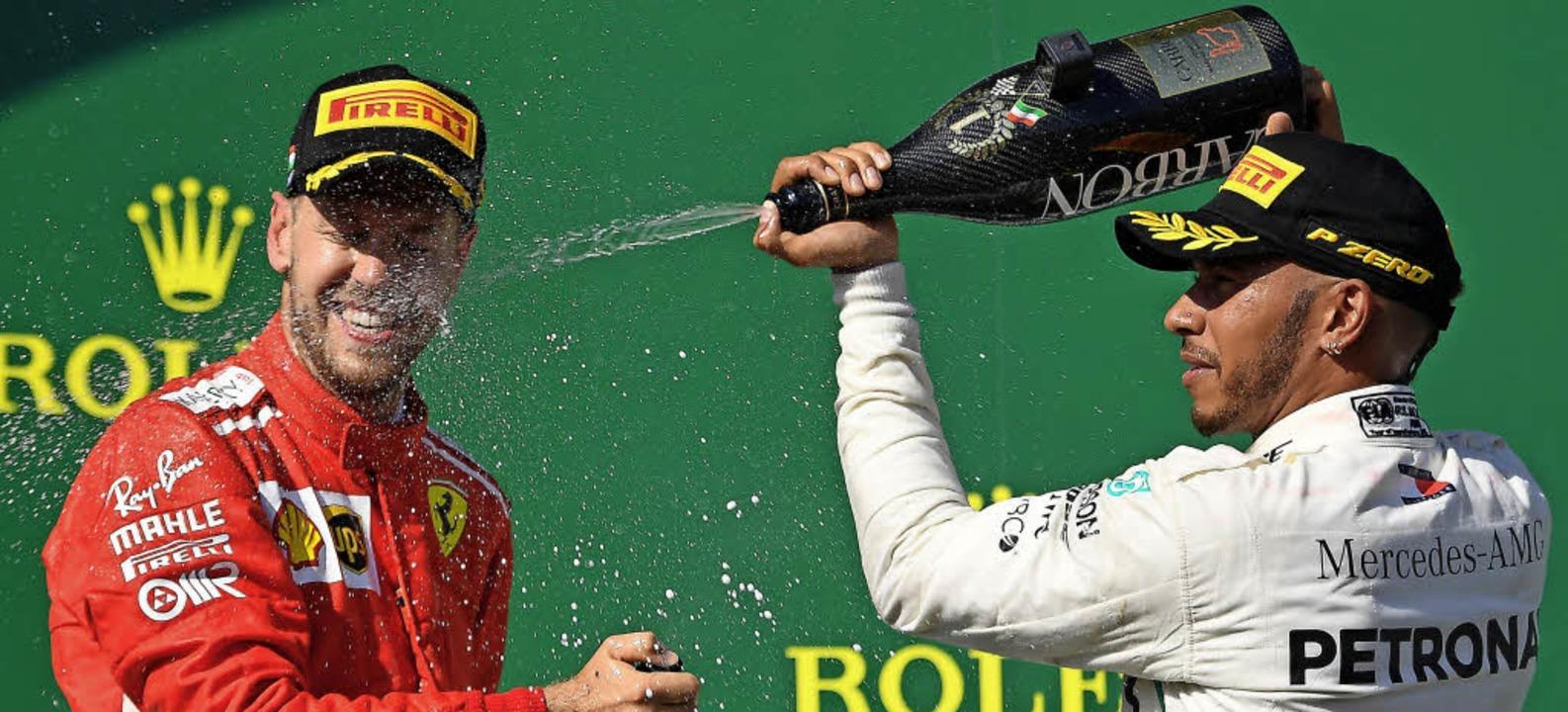 Champagnerdusche für den Zweitplatzier...Budapest eine alkoholische Abkühlung.   | Foto: AFP