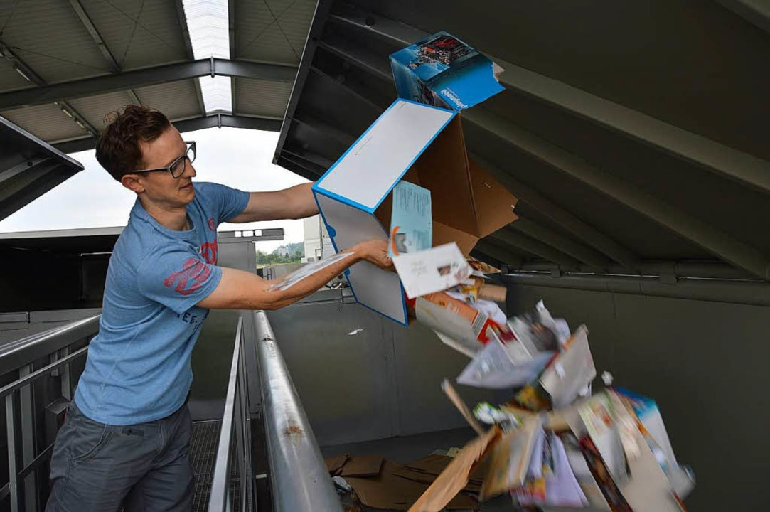 Florian entsorgt Kartons...  | Foto: Horatio Gollin