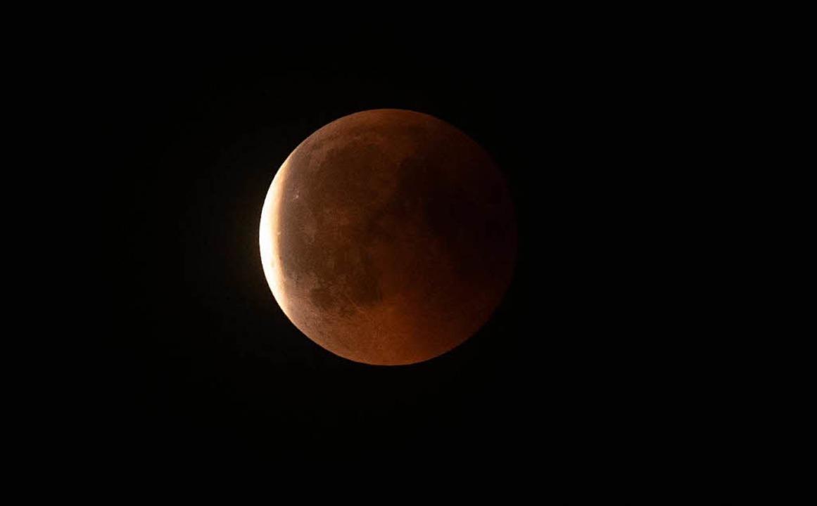 Der Mond im Schatten.   | Foto: dpa
