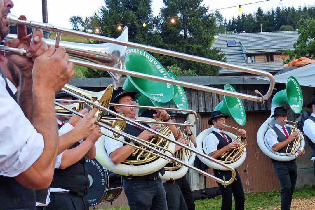 Die Kreuzsteinguggis in Aktion    Foto: Barbara Odrich-Rees