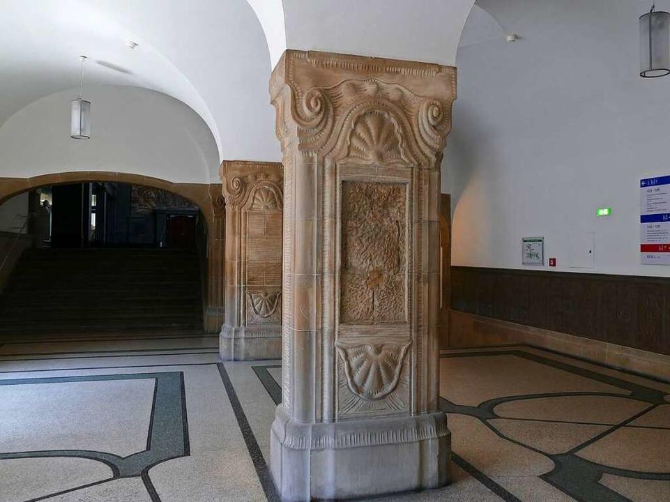 An dieser Stele, vor dem Hörsaal 1199,...önauer Soldaten Albert Leo Schlageter.  | Foto: Joshua Kocher