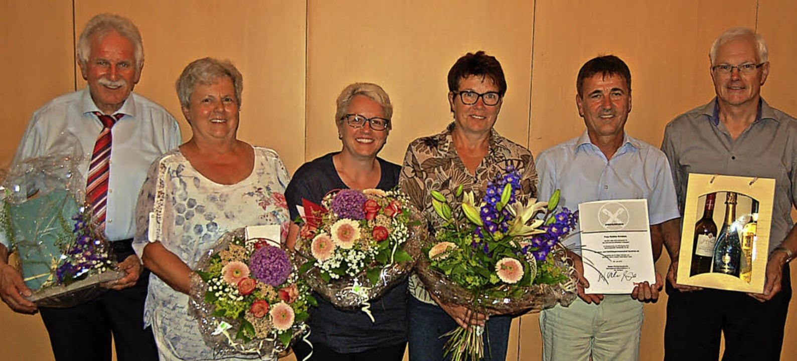 Ehrungen zum Abschied: WG-Vorsitzender...Becher und Eckhard Escher (von links).  | Foto: Christian Ringwald