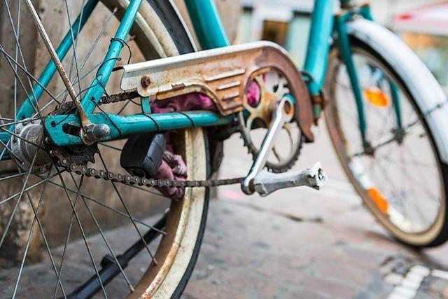 Fahrradpanne wird mutmaßlicher Bankräuberin zum Verhängnis