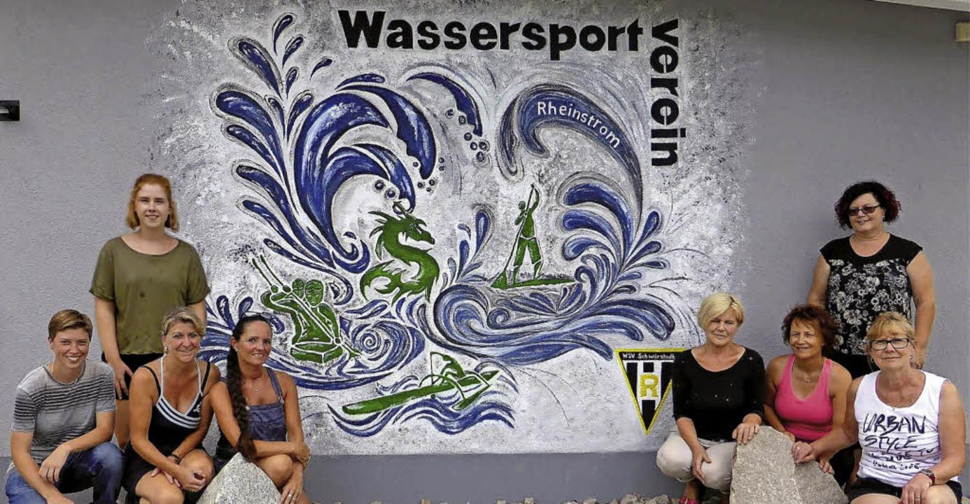 Sieben Frauen haben in zwei Tagen die ...ortvereins als Wandgemälde gestaltet.   | Foto: Verein