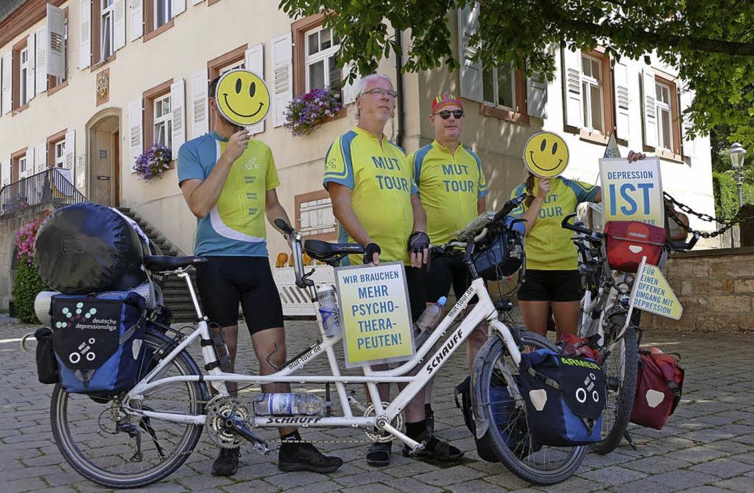 Die Mut-Tour in Müllheim: Einige von i...zu machen. Sie verbergen ihr Gesicht.     Foto: ehm