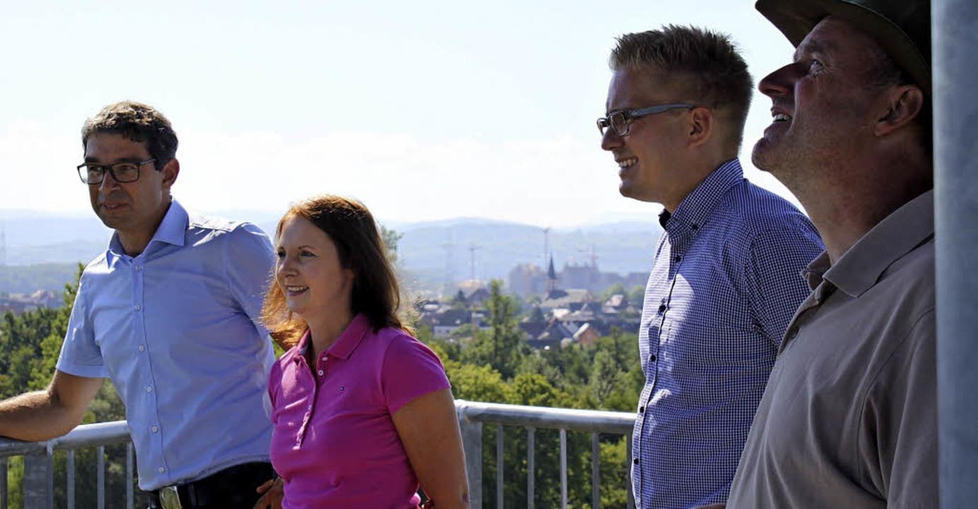 Schönes Panorama und eine kühle Brise ...him Klare und Förster Lothar Bellert.   | Foto: Adelbert Mutz/Sandra Decoux-Kone
