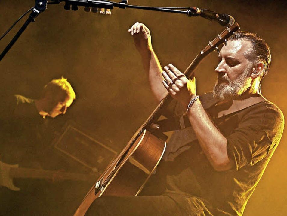 Bandleader Finian Paul Greenall mit Bassist Guy Whittacker   | Foto: Ruda