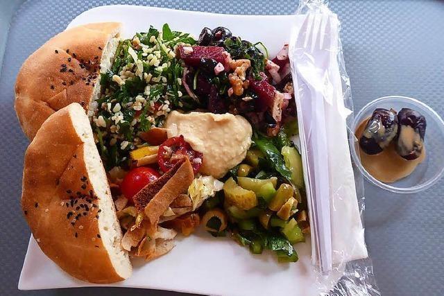 Neueröffnung: Im H&S Brothers Meal im Stühlinger gibt es Salate und irakische Spezialitäten