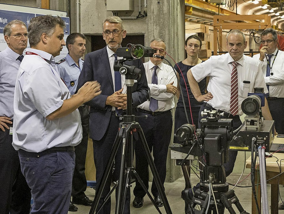 ISL-Mitarbeitende präsentierten Armin ...Zweiter von rechts) neue Forschungen.   | Foto: Kaufmann/ISL