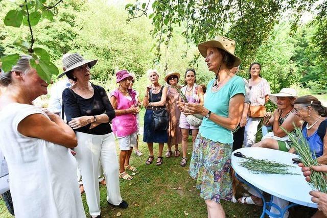 BZ-Leser erkunden den Heilpflanzengarten Achillea in St.Georgen