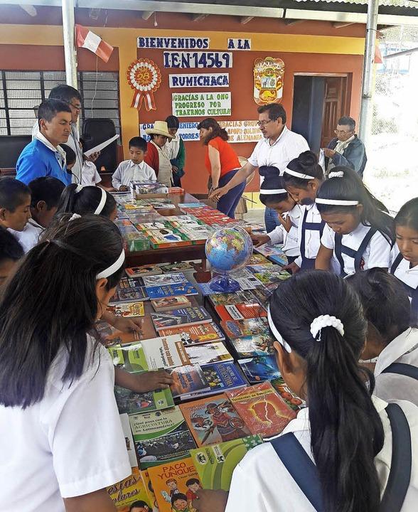 Begehrt sind die Bücher der Schulbibli...s Herbolzheim seinen Beitrag leistete.  | Foto: Privat